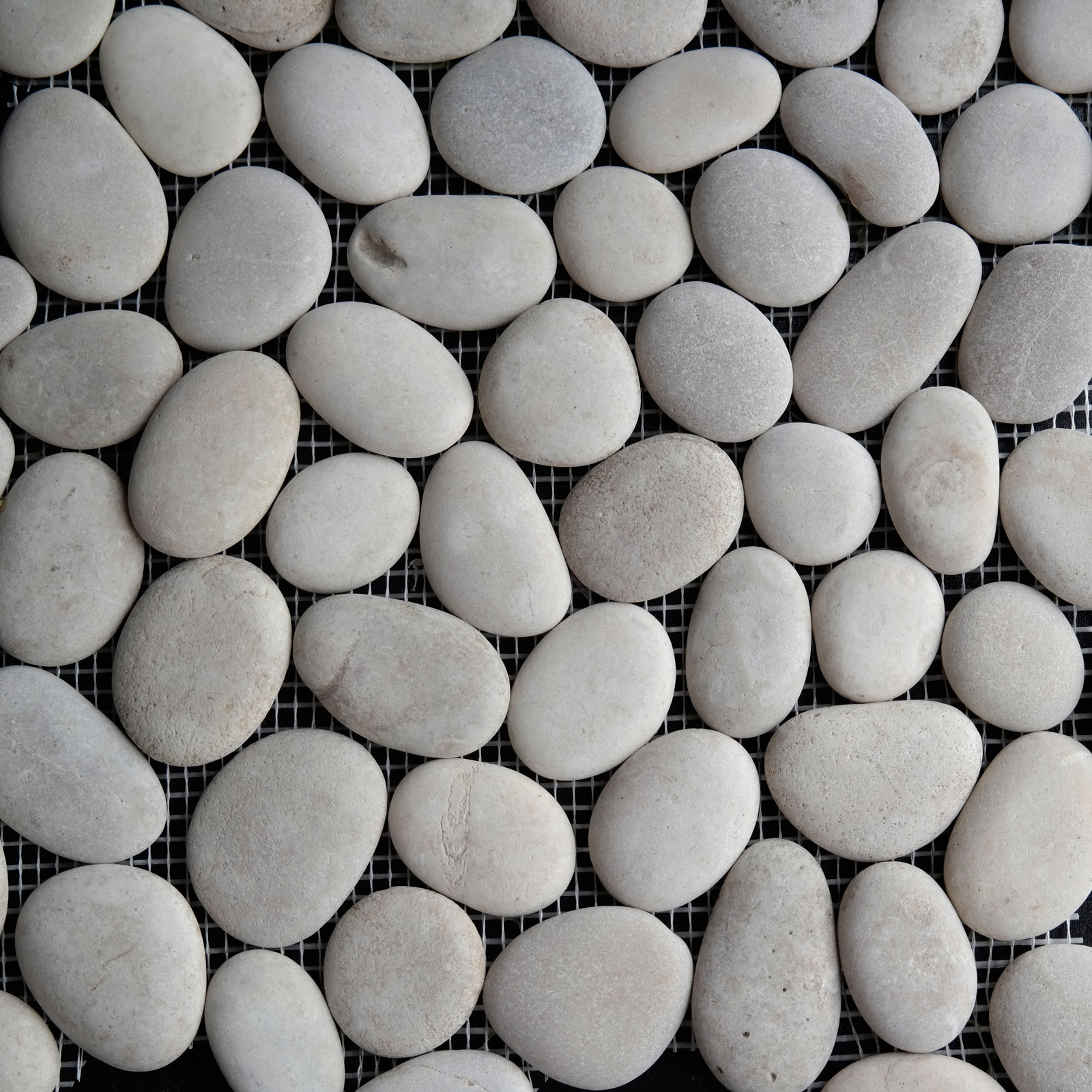 Round Pebble Mosaic Beige Stone Honed